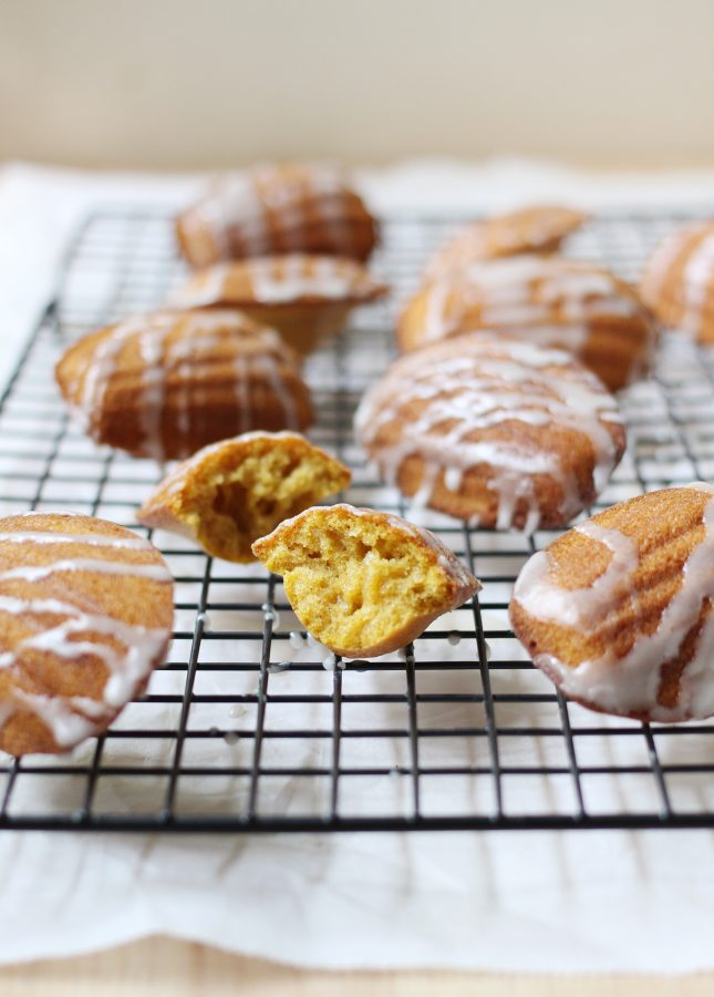 These elegant Pumpkin Madeleines combine comforting fall flavors, sweetened by an irresistible maple glaze. The perfect treat to share with loved ones! Pumpkin Madeleines with Spiced Maple Glaze // FoodNouveau.com